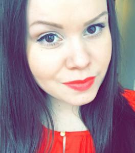 Moi! Oon Emilia, 22-vuotias ruotsin opiskelija. Isona musta tulee opettaja. Sivuaineena mulla on suomi ja haluaisinkin opettaa myös suomea toisena kielenä. Vapaa-aikana vietän aikaa kavereiden kanssa, katon Netflixii tai suuntaan kotikonnuille KeskiPohjanmaalle. Nähdään yliopistolla ja bileissä!